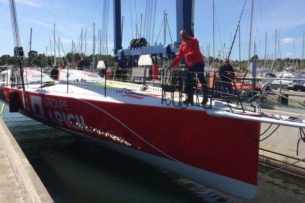 Port-la-Forêt : mise à l'eau du bateau avec laquel Damien Seguin participera à sa 3ème Route du Rhum