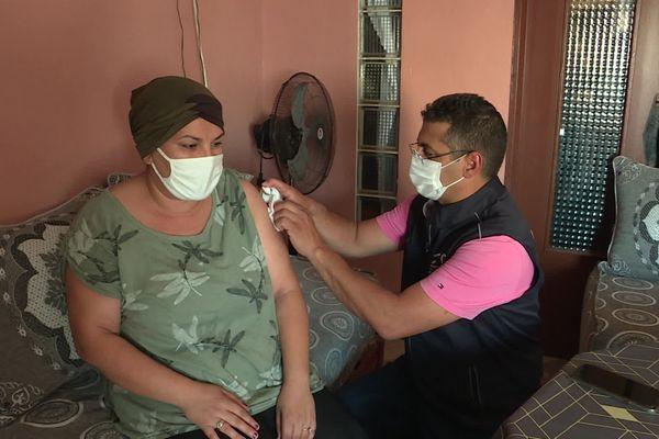 Ce médecin vaccine quarante personnes par semaine