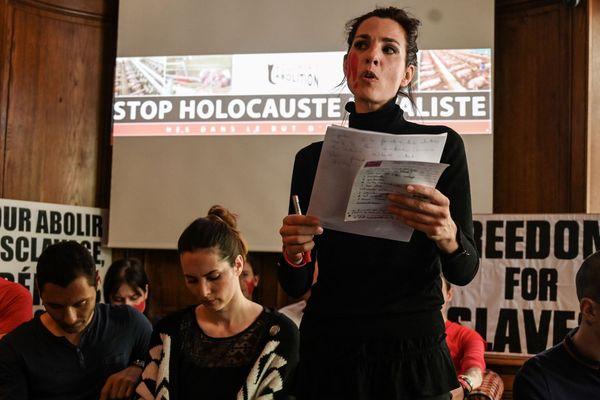 Conférence de presse de l'association Boucherie Abolition en juin 2019 à Paris. Solveig (debout) fait partie des militants jugés ce vendredi 20 septembre à Evreux.