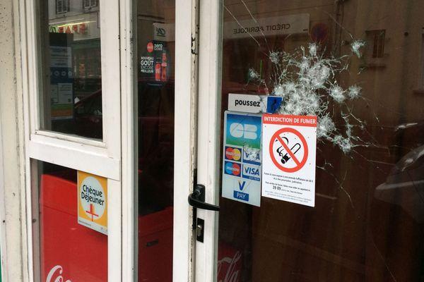 Un snack situé sur l'avenue Charras, près de la gare de Clermont-Ferrand, a été visé par des coups de feu.