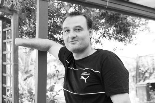 Frédéric Roy, 37 ans, a déposé plainte contre X après avoir perdu sa main, arraché par une grenade GLI F4