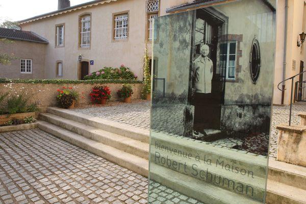 Entrée du site départemental de la Maison de Robert Schuman à Scy-Chazelles (Moselle)