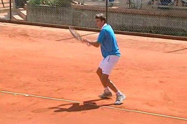 Parmi les jeunes qui participent à ce tournoi international de tennis, la majorité se destine à une carrière professionnelle. A l'image d'un jeune auvergnat, Jules Gadoin, 16 ans, qui a déjà signé quelques belles performances.