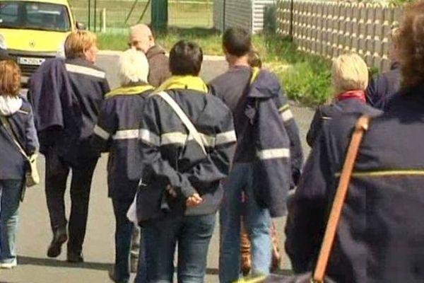 Les facteurs de Saint Gaultier (Indre) en grève le 23 avril 2014.
