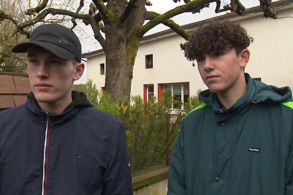 Antoine Bourreau et Maxime Colasson, deux des jeunes gens qui sont intervenus pour sauver le couple d'octogénaires.