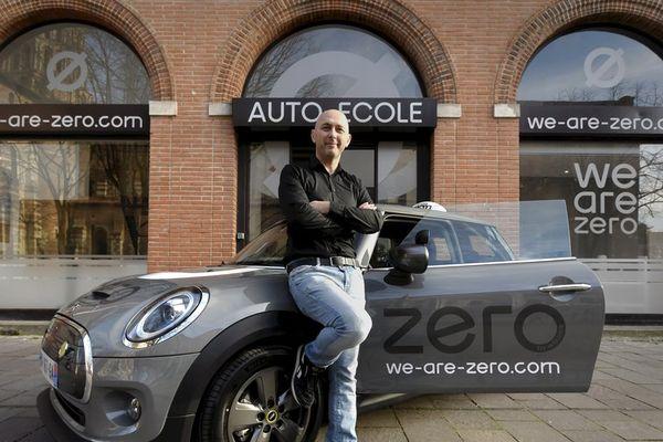 William Lemaitre, PDG de l'auto-école toulousaine qui propose des véhicules automatiques 100% électriques