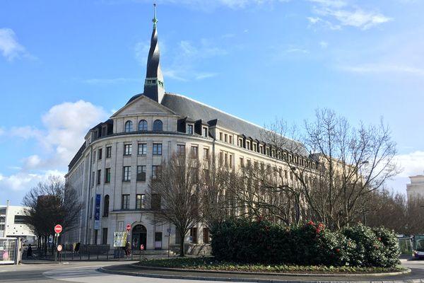 Le centre de formation des compagnons est rue des Carnavaliers à Nantes mais ils logent dans cette maison quai Malakoff.