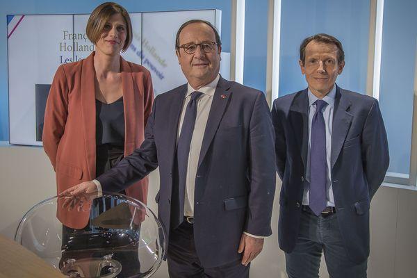 François Hollande sur le plateau de Dimanche en politique avec les journalistes de France 3, Mathilde Brazeau et Fabrice Bidault
