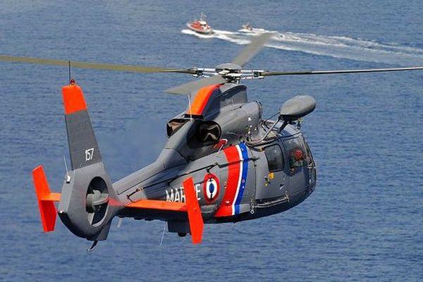 Un hélicoptère Dauphin de la Marine Nationale.