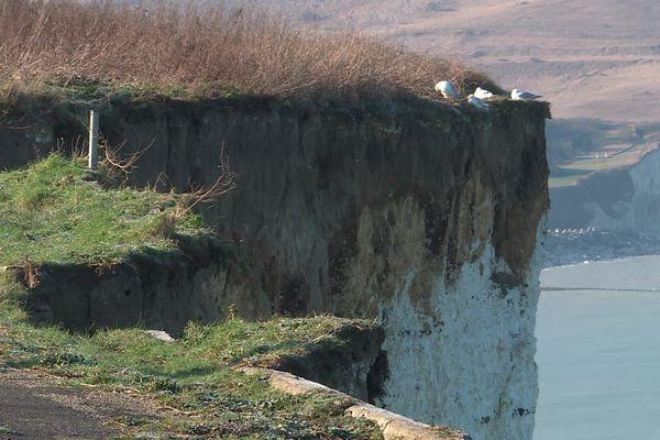 La falaise s'est effondrée sur 60 m de long et 10 m de large