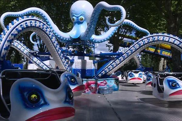 La Pieuvre Abyss prête à avaler les plus téméraires à la fête foraine de Brive