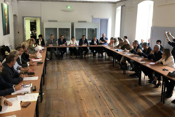 11/10/2018 - Réunion au siège de l'Office de l'environnement à Corte (Haute-Corse) sur le traitement des déchets en Corse.