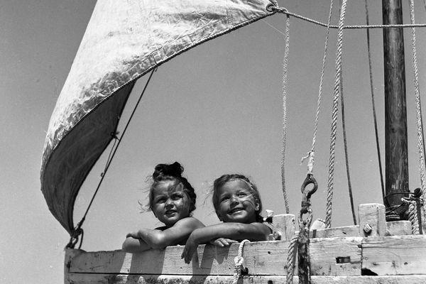 """""""Les petites filles du bateau"""" Ile de Ré 1946"""