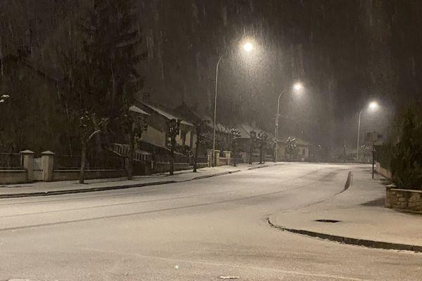 Hier soir, la chaussée était couverte d'un fin manteau neigeux à Malemort