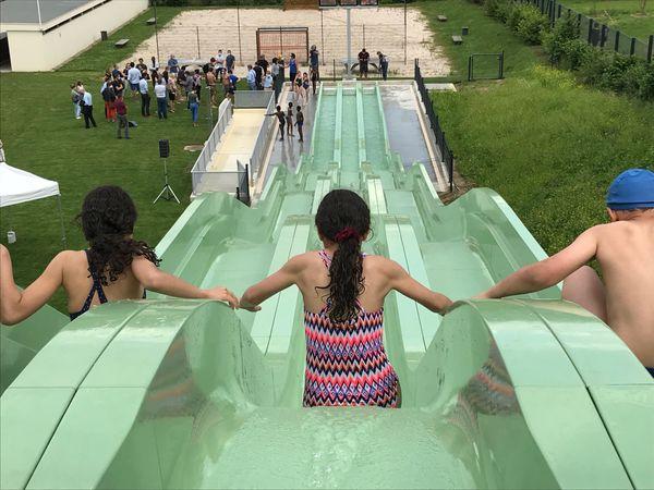 Le départ se fait à 33 mètres de hauteur et offre une glissade sur 42 mètres.