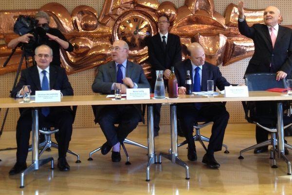 Double visite ministérielle cet après-midi à Besançon. Les ministres de l'économie et du travail ont signé officiellement les premiers contrats d'emplois d'avenir au conseil général du Doubs, département pilote.