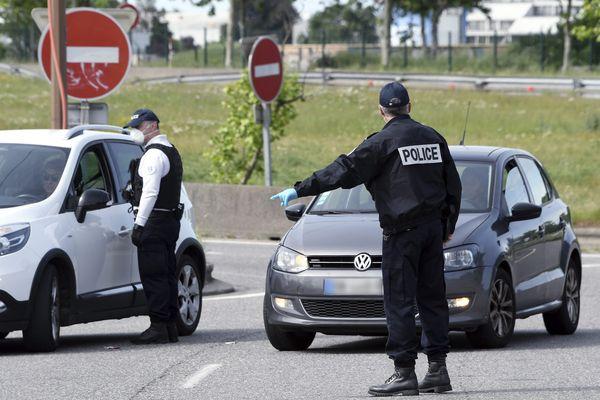 Pendant le 1er confinement l'année dernière, de nombreuses amendes ont été dressées par les forces de l'ordre. comme ici à Toulouse - 29 avril 2020.