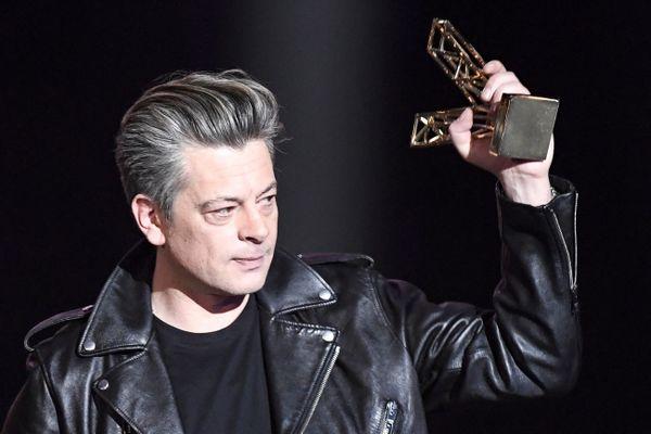 """Sacré artiste masculin, Benjamin Biolay a aussi reçu le prix du meilleur album aux 36e Victoires de la musique dans la nuit de vendredi 12 février au samedi pour """"Grand Prix""""."""