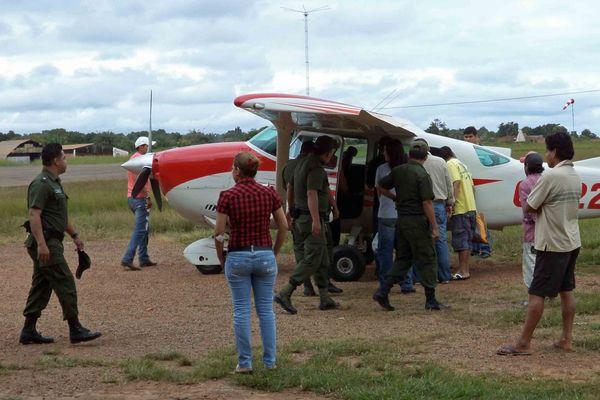 Le transfert des accusés de Riberalta à Santa Ana Del Yacuma dans une avionnette