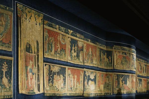 Vue de l'aile sud et de la cimaise en retour de la galerie de l'Apocalypse au château d'Angers
