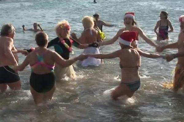 Les premiers baigneurs de janvier se sont jetés dans une eau à 14 degrés