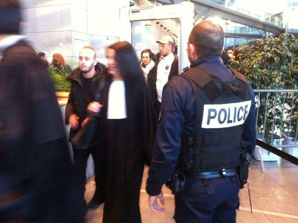 Les forces de l'ordre étaient très présentes pour assurer la sécurité lors de l'énoncé du verdict dans l'affaire de la rixe d'Echirolles.
