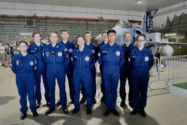 Les équipiers des Escadrilles Air-Jeunesse de Dijon et Luxeuil