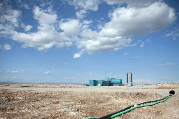 La rupture du pipeline le 9 août 2009 a causé une pollution à l'hydrocarbure dans la plaine de la Crau.