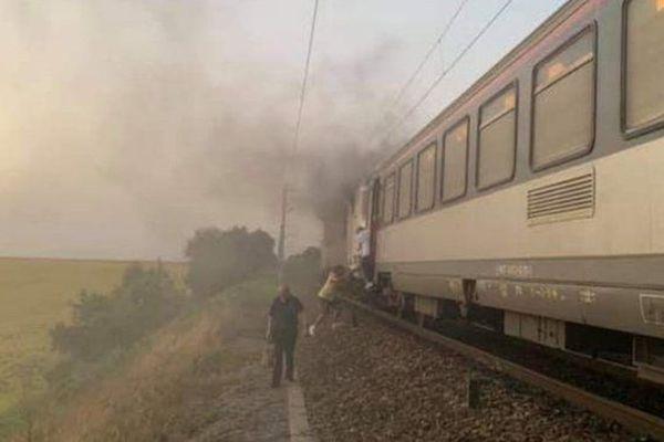 Une image de la locomotive en feu prise par un passager