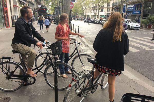 La formation se répartit en une heure de théorie, et une heure de pratique dans Paris.