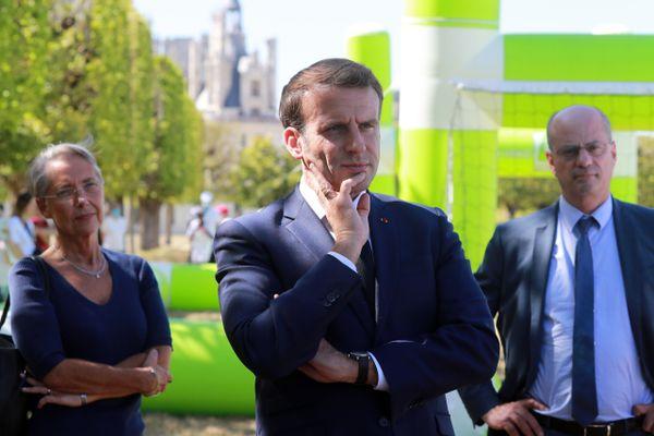 La ministre des Transports Elisabeth Borne, le président Emmanuel Macron et le ministre de l'Education nationale Jean-Michel Blanquer à Chambord le 22 juillet 2020.