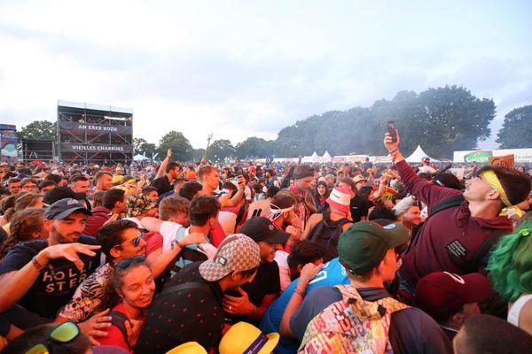 La foule aux Vieilles Charrues 2019. Avec la crise sanitaire, l'édition 2021 se réorganise. Les spectateurs y seront moins nombreux et surtout assis.