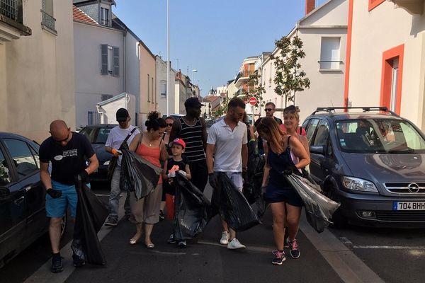 Chaque dimanche, un collectif de citoyens nettoient les villes de l'Allier