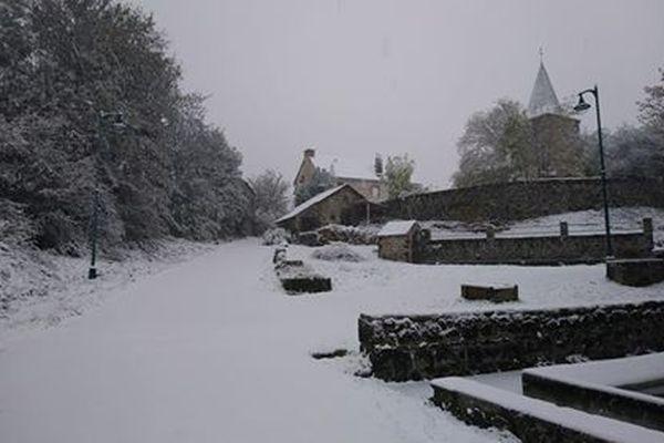 Neige autour du village de Laschamps(Puy-de-Dôme).