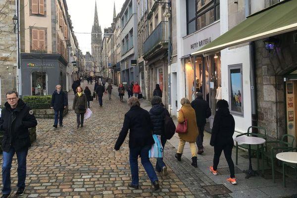 Rue commerçante de l'hyper centre à Quimper