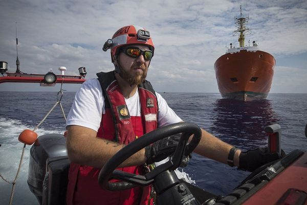 """""""Papa Panda"""" est un des marins sur le bateau Ocean Viking."""