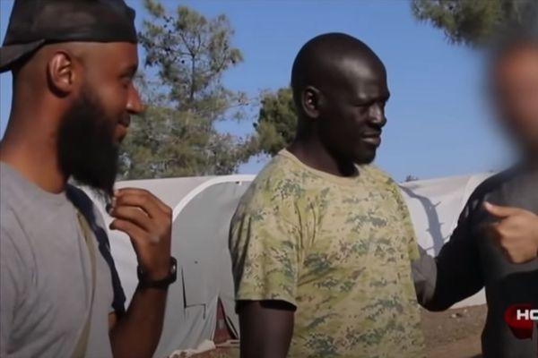 """Omar """"Omsen"""" Diaby, filmé en 2016 en Syrie par France 2 pour l'émission """"Complément d'Enquête"""""""