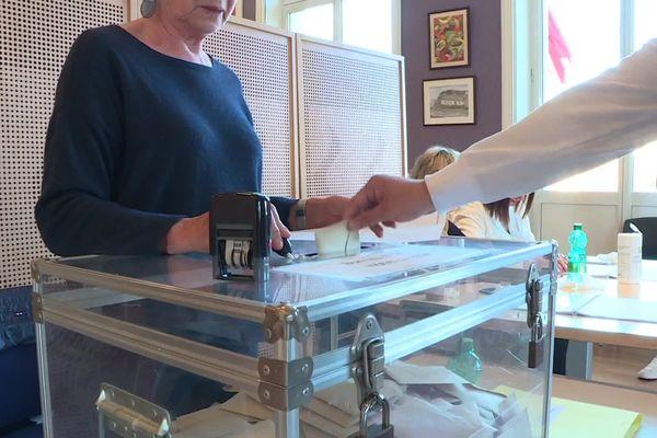 L'un des bureaux de vote de Creil lors du 1er tour des municipales dimanche 15 mars 2020