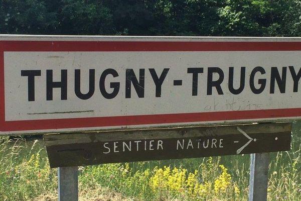 Les troupes tentent d'investir Thugny-Trugny dans les Ardennes en traversant la rivière Aisne.