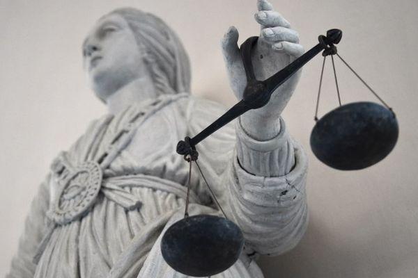 Le tribunal administratif de Cergy-Pontoise a enjoint mardi 10 août le maire de Clichy de reloger en urgence des étrangers en situation irrégulière qui avaient été évacués de leur immeuble frappé de péril imminent.