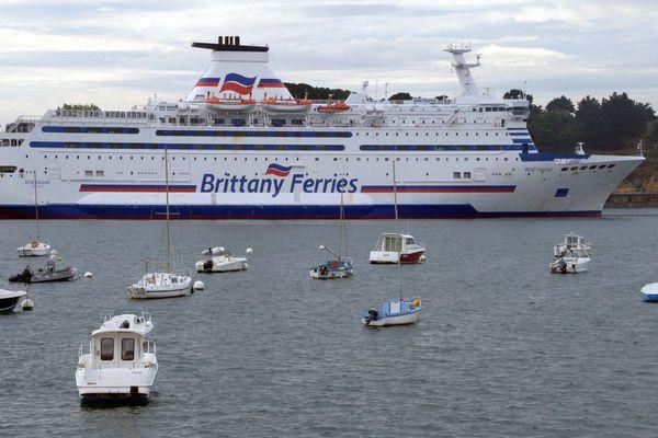 """e """"Bretagne"""" de la Brittany Ferries dans le port de Saint-Malo - 01/10/2012"""
