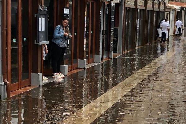 Ce lundi 24 mai, le port de Bonifacio a été inondé suite à une phénomène météorologique.