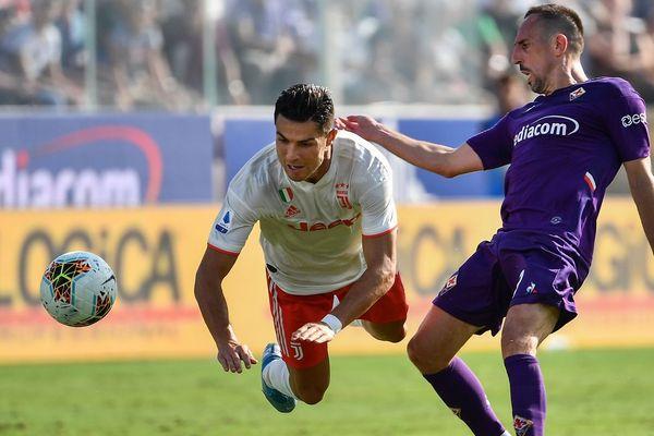 Franck Ribéry (Fiorentina), à la lutte avec Cristiano Ronaldo (Juventus), le 14 septembre 2019.