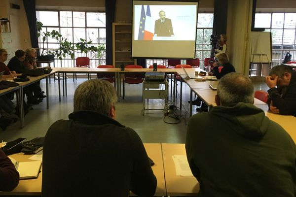 A Dijon, des représentants syndicaux écoutent les propositions du Premier ministre sur la reforme des retraites mercredi 11 décembre 2019.
