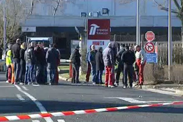 Une trentaine de salariés de l'usine de production Altadis de Riom sont en grève pour leur salaire. Ils réclament une augmentation de 150 euros par mois.