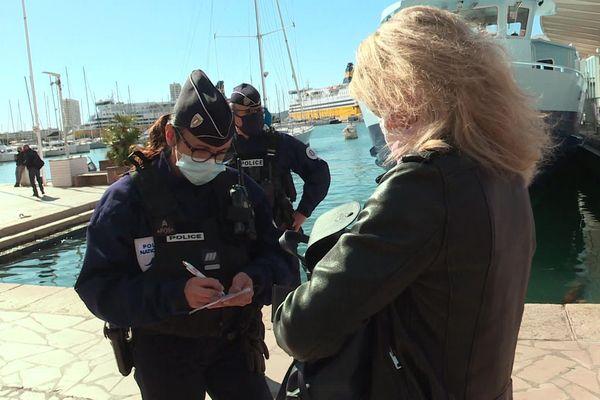 Opération de contrôle du port du masque à Toulon le 16 octobre 2020