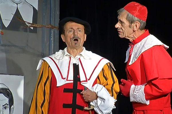 Les comédiens répètent une dernière fois la pièce qu'ils ont déjà tant jouée. Le spectacle est à retrouver jusqu'au 20 mai.