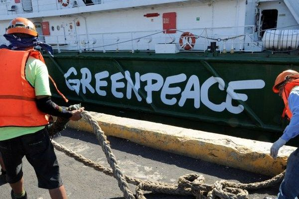 Un bateau de Greenpeace Archives