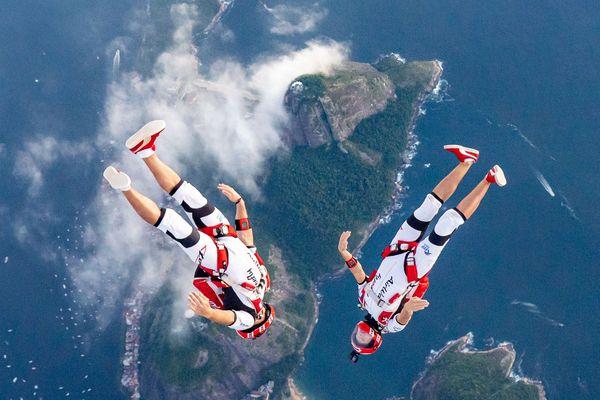 Greg Crozier et Karine Joly effectuent des sauts dans le monde entier, ici à Brésil.