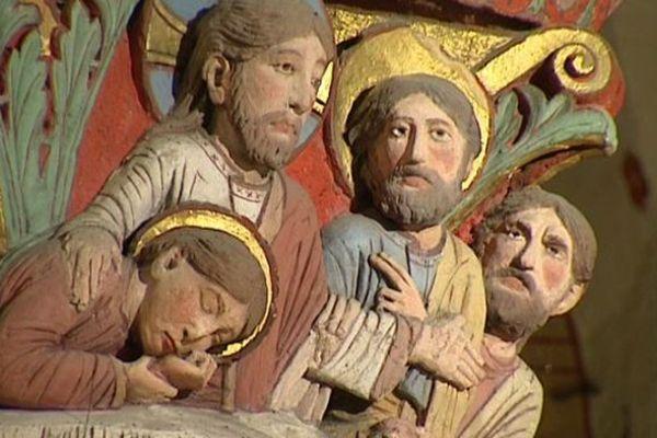Festival d'Art Roman à Issoire (Puy-de-Dôme) du 28 juillet au 2 août. L'abbatiale date du XIIème siècle. Le chapiteau coloré de la Cène est un des plus beaux d'Auvergne.